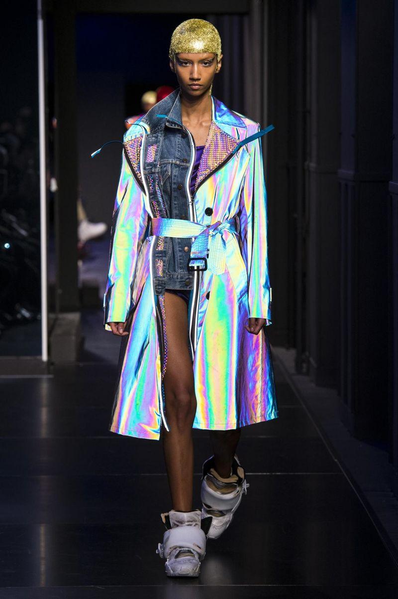 Phone-Integrating Fashion Shows